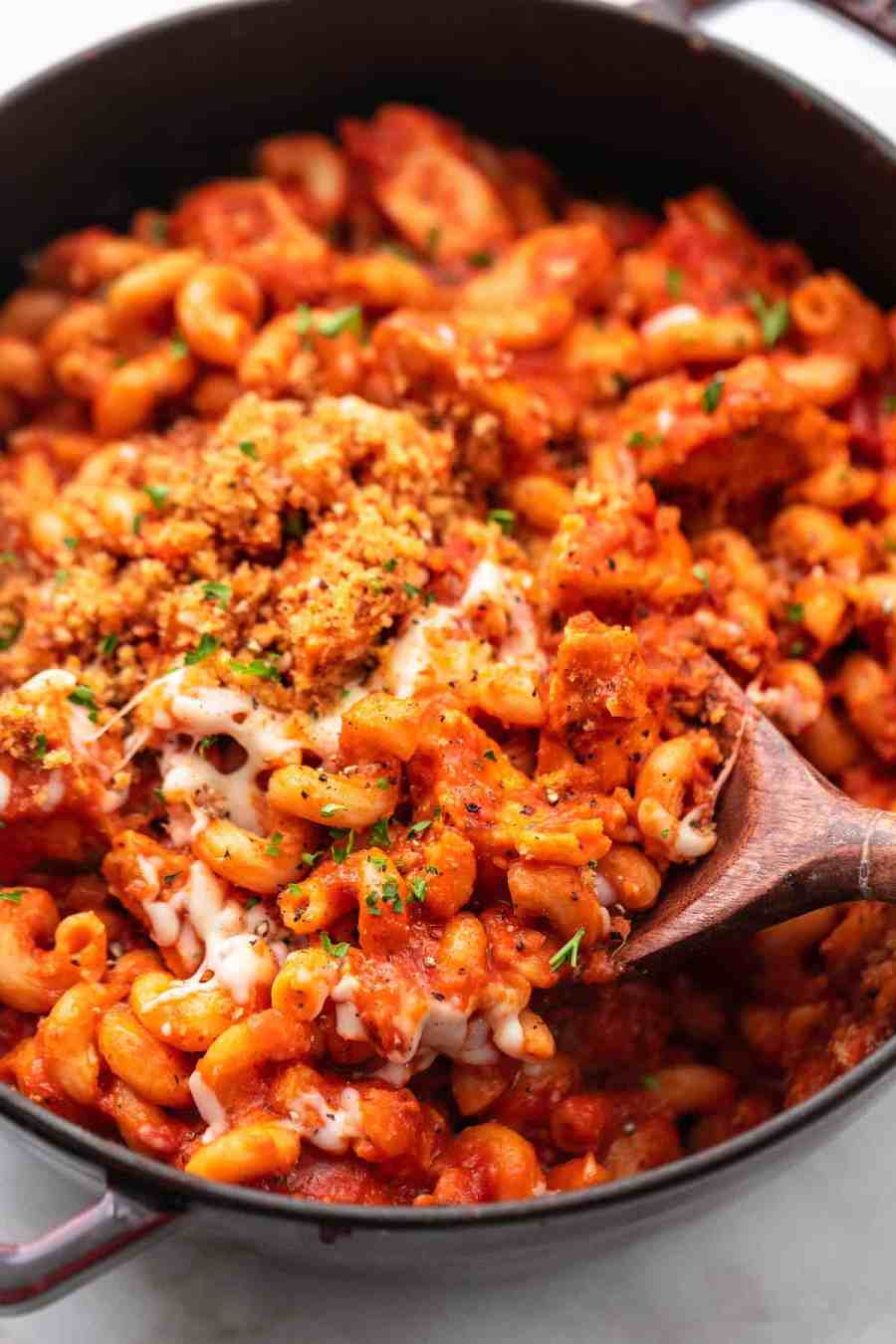 One Pot Chicken Parmesan Pasta easiest ever 30 minute one pot pasta recipe! | lecremedelacrumb.com