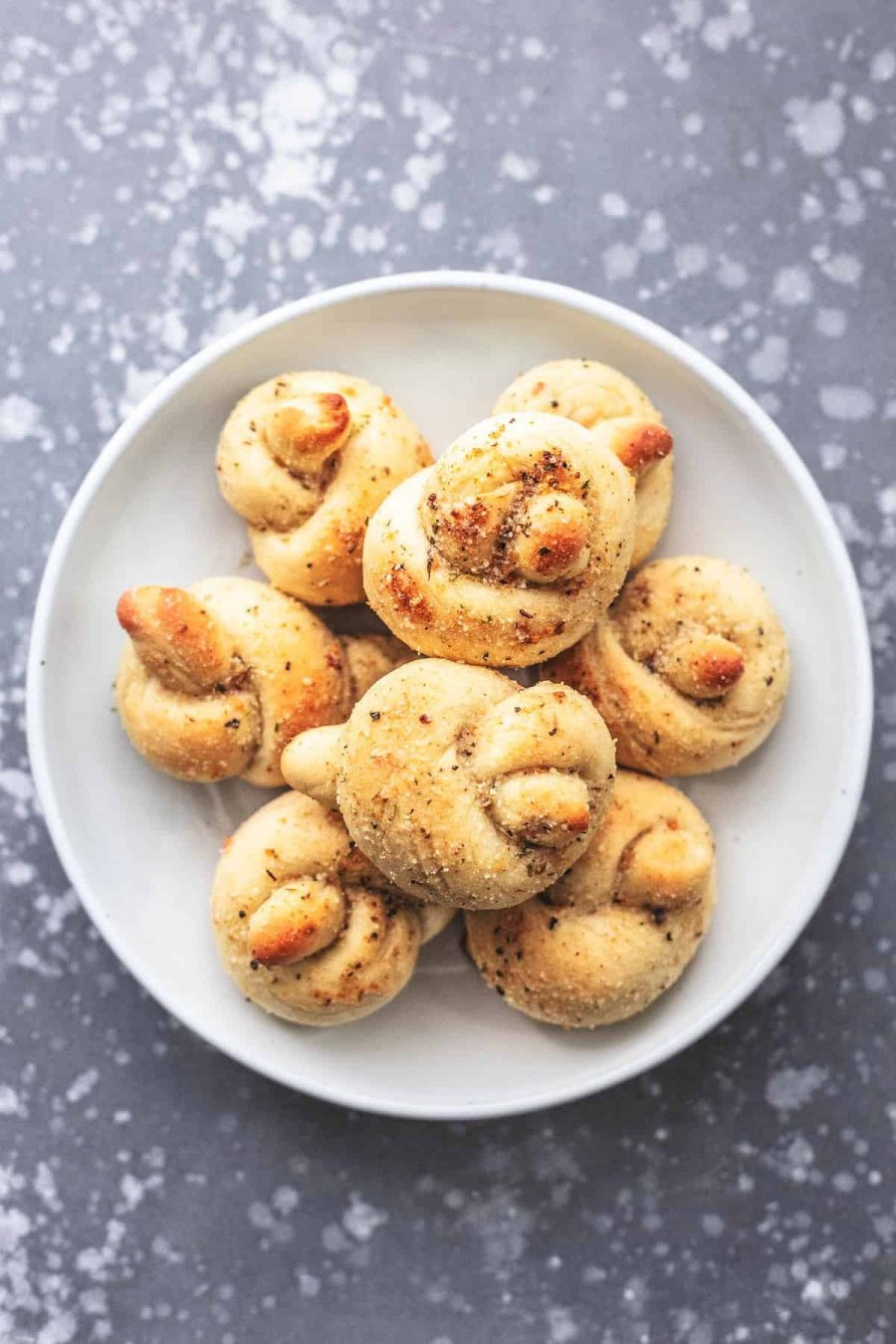 Easy Homemade Garlic Parmesan Knots Recipe | lecremedelacrumb.com