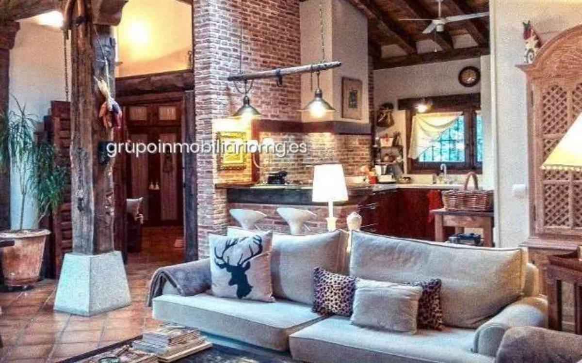 Pablo Iglesias e Irene Montero entramos en su casa de 660000 euros