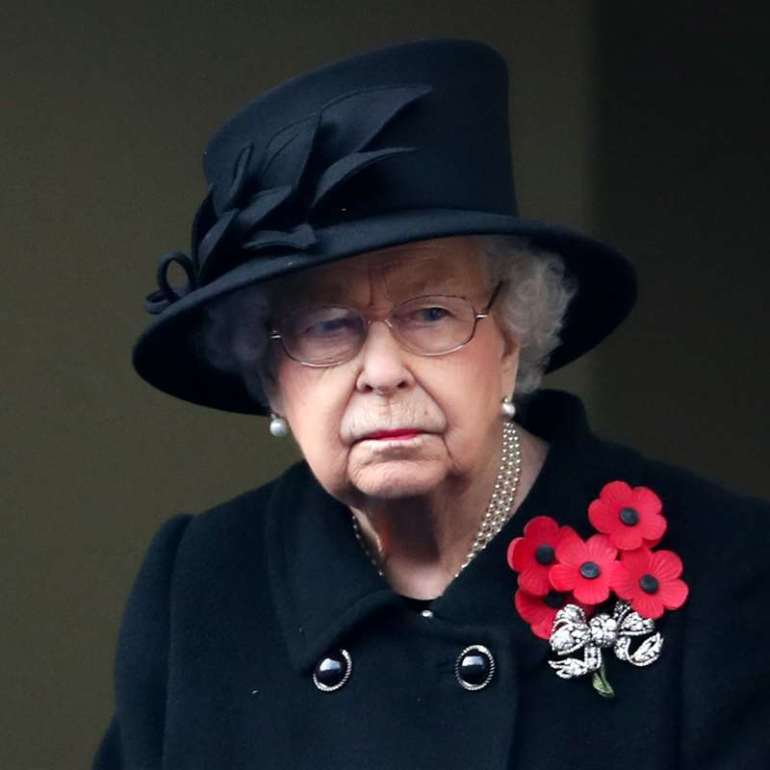 Elizabeth II begins the year in a tragic way: one of her cousins dies and cancellations continue