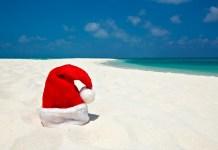 Chapeau de père Noel sur la plage