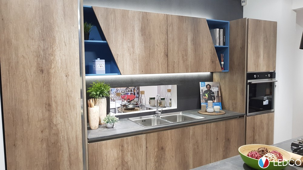 Barra sottopensile led touch Showroom cucine Bari