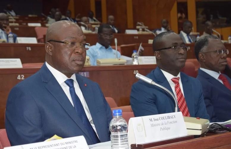 Le ministre de la Fonction Publique  Le Général Issa Coulibaly LEDEBATIVOIRIEN.NET