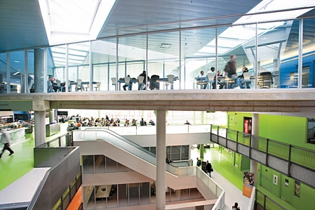 Les pavillons Lassonde de l'École polytechnique sont les premiers bâtiments universitaires canadiens à avoir obtenu la certification internationale LEED or du U. S. Green Building Council.<br />