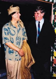 Mouammar Kadhafi, à gauche, en compagnie d'Alain Stanké<br /><br /><br /><br /><br /><br /><br /><br /><br /><br /><br /><br /><br /><br /><br /><br /><br /><br /><br /><br /><br /><br />