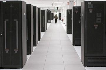Dezs serveurs System x dans un datacenter