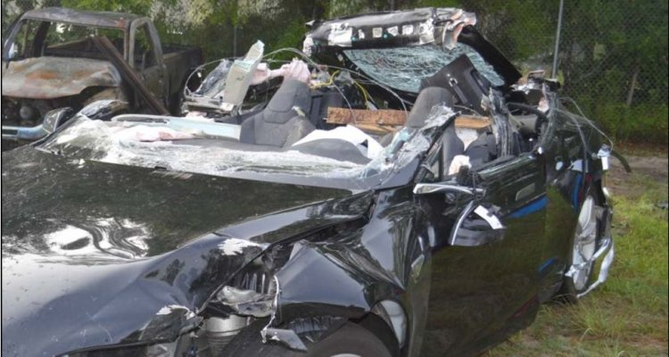 Tesla détruite de Joshua Brown suite à l'accident mortel par collision avec un camion