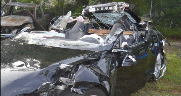 Tesla détruite de Joshua Brown suite à l'accident mortel par collision avec un camion