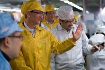 Tim Cook, CEO d'Apple, visite une usine de Foxconn à Zhengzhou