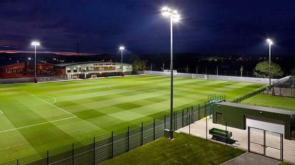 Campo de Futebol Iluminado por Refletor de LED