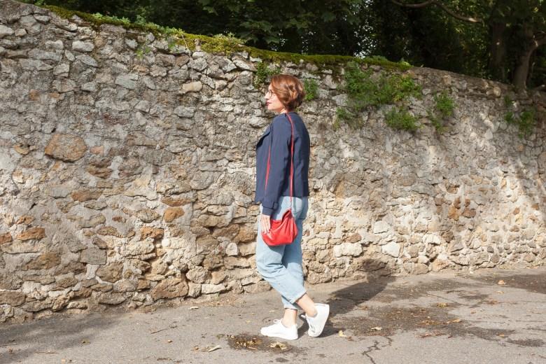 jean mom sneakers rouge red marinière petit bateau emma&chloé rayures veste bleue marine