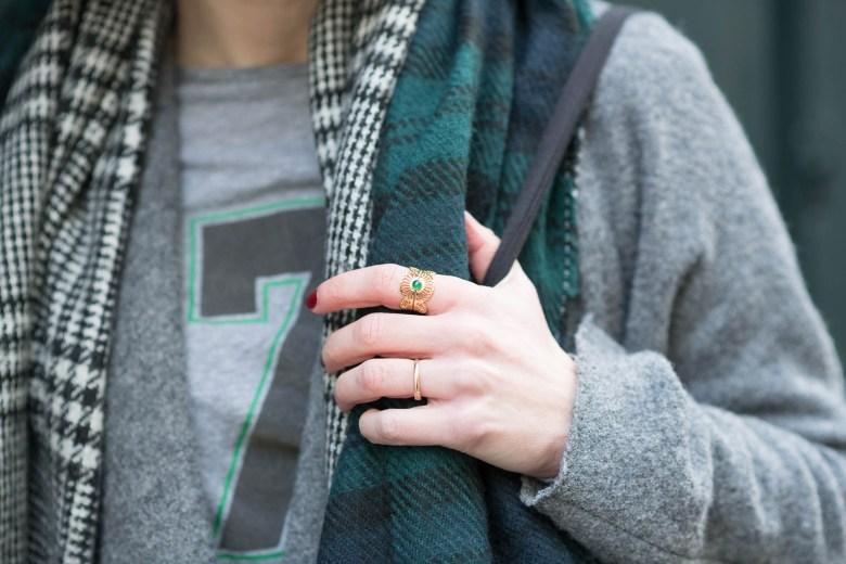 paris, blog, mode, fashion, vert bouteille, jupe velours, blogueuse, gris, bague emma & chloé, emma et chloé