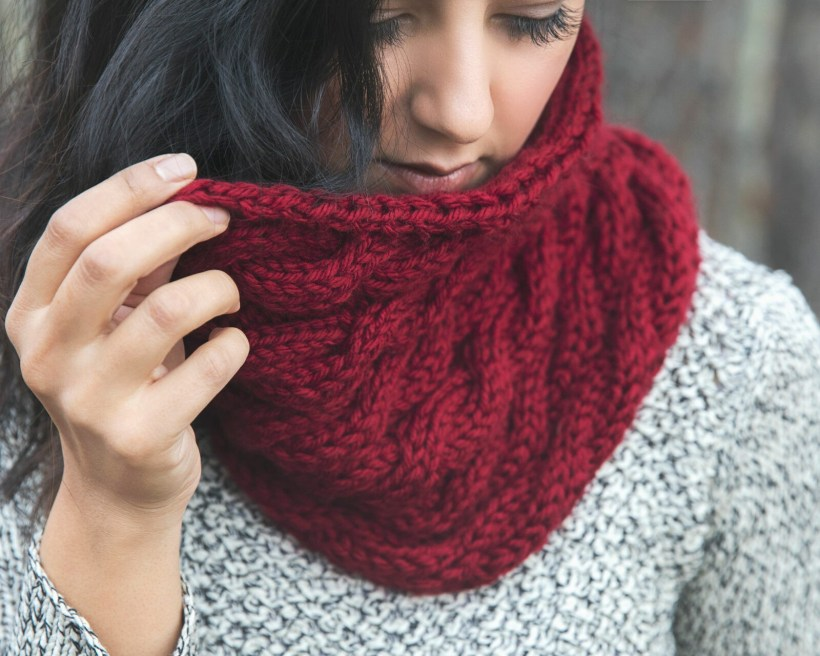 Chunky Cabled Cowl - Free Knitting Pattern - Leelee Knits