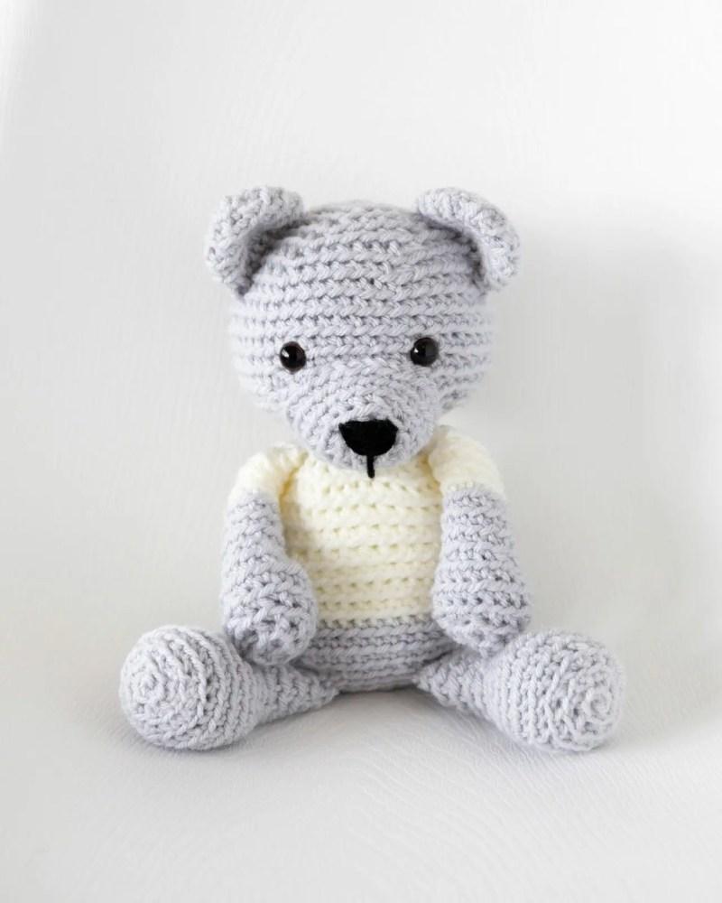 Classic Crochet Teddy Bear | Jen Hayes Creations | 1000x800