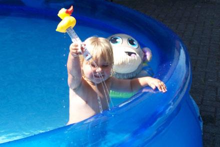 Helena in het zwembad