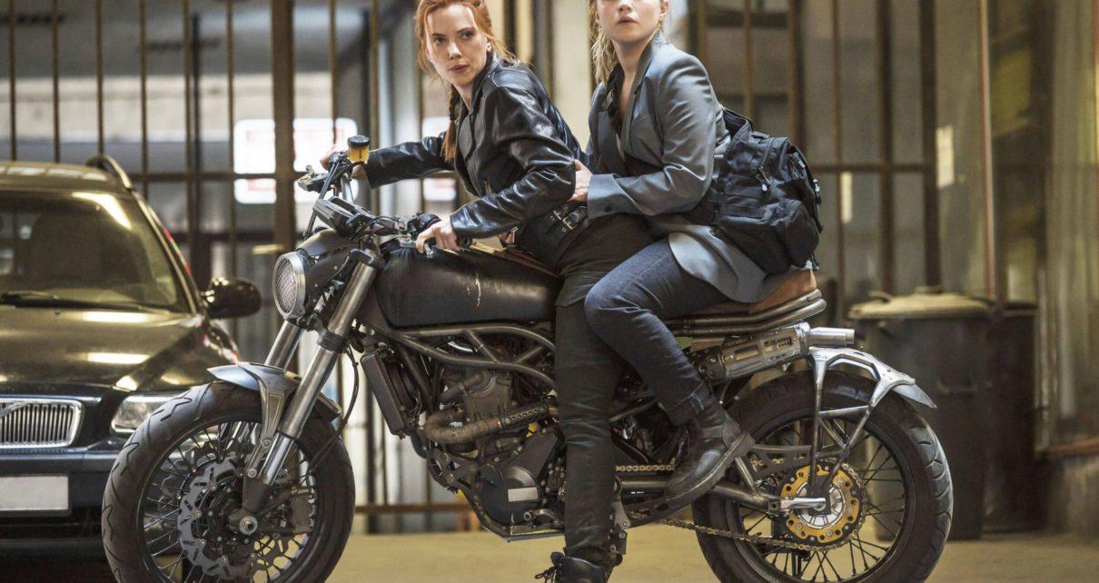 A Scarlett Johansson y Florence Pugh en una escena de Black Widow scaled 1 - EsTuRadio.Net - Donde está tu Radio