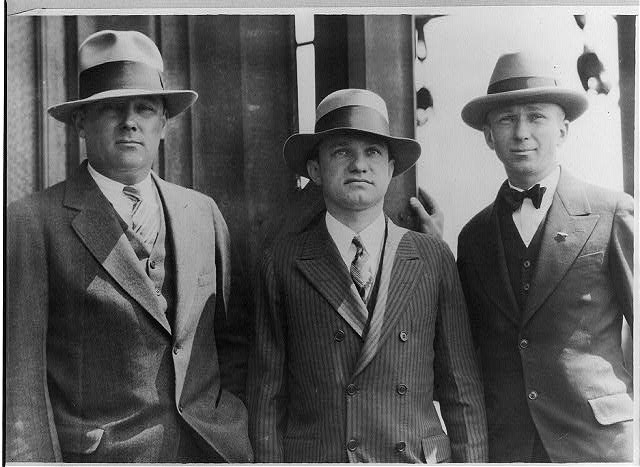 1927-mens-hats-suits-stripes-peak