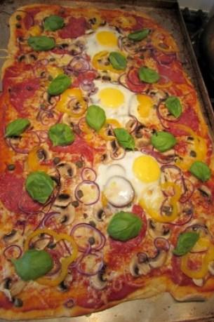 belegde pizza afgebakken