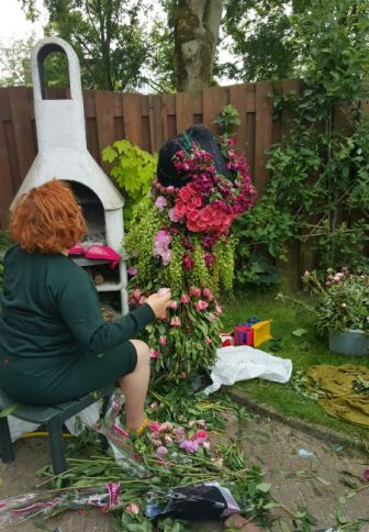 Gishwhes bloemenjurk making off