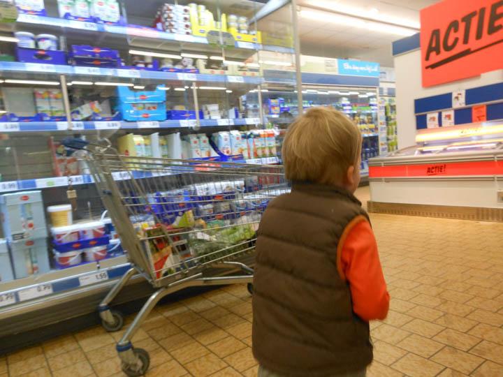 LeesVoer kleuter met een camera kleuterplog plog supermarkt-29