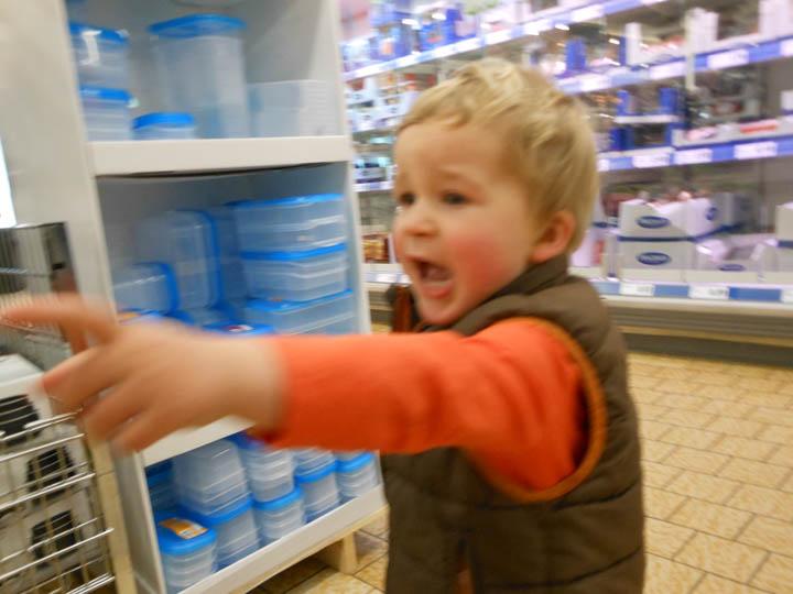 LeesVoer kleuter met een camera kleuterplog plog supermarkt-33