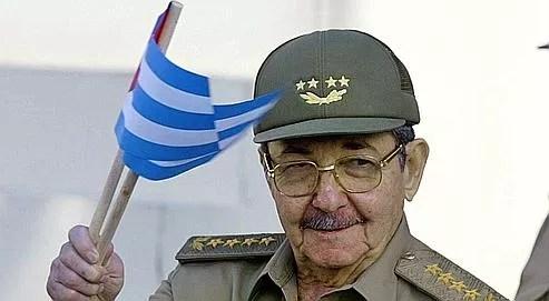 Raul Castro, le jeune frère de Fidel, s'est entouré de ministres appartenant toujours à la génération des combattants de la guérilla de la Sierra Maestra, des vieux révolutionnaires qui n'ont pas montré jusqu'à présent leur intention de lâcher la moindre parcelle de pouvoir.