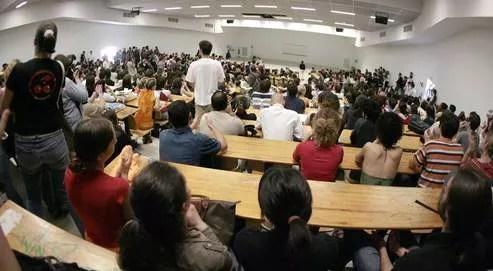 Des étudiants de l'université du Miral, à Toulouse, en 2007.