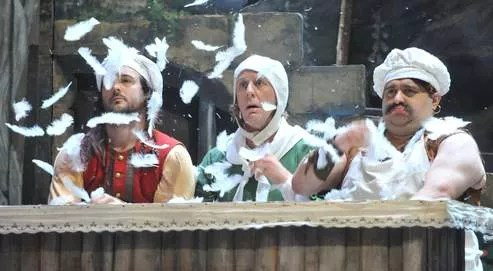 Photo du spectacle Les Brigands : Laurent Delvert, Jean-Marc Bihour, Luc Tremblais au cœur d'un délire scénique - source : lefigaro.fr