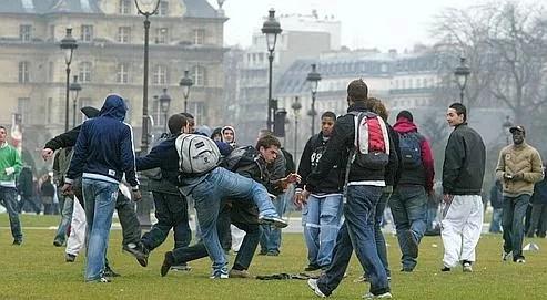 En mars 2006, déferlement de violence place des Invalides, à Paris, à l'isssue d'une manifestation anti-CPE.