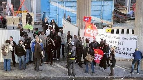 Début novembre, des travailleurs sans-papiers ont occupé l'entrée d'un chantier à La Défense.