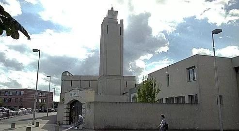 La mosquée d'Évry-Courcouronnes, dans l'Essone, et son minaret.