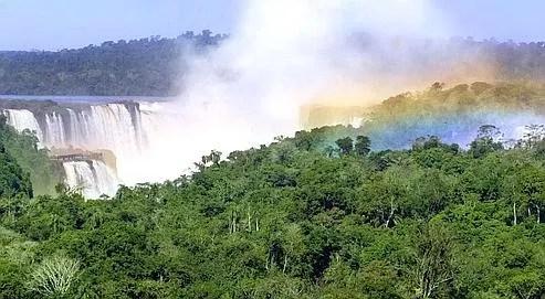 La France a promis de verser 83 millions d'euros pour aider les pays en d�veloppement , entre autres, � lutter contre la d�forestation. ici, les chutes d'Iguazu en Argentine.