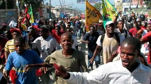 À Port-au-Prince, entre 2000 et 3000 personnes ont encore défilé jeudi pour réclamer l'annulation du scrutin.