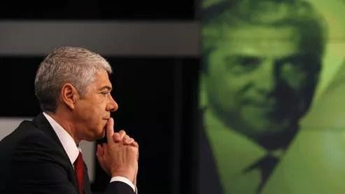 Le premier ministre sortant José Socrates a confirmé l'existence de deux versions du plan d'aide au Portugal.