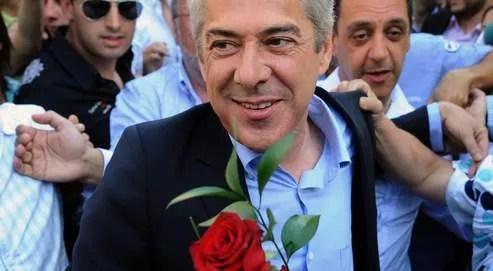Le premier ministre portuguais, José Socrates, défilant dansles rues de Porto, jeudi dernier.