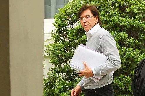 Le leader du PS, Elio Di Rupo, grand artisan de l'accord trouvé dans la nuit entre huit grands partis politiques belges.
