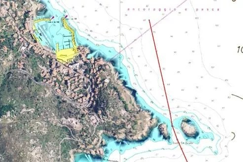 Le Concordia s'est engouffré dans un passage étroit et peu profond entre l'îlot «le Scole» et la terre. C'est là que son flanc bâbord a touché les cailloux. (Capture écran du logiciel de cartographie Maxsea).