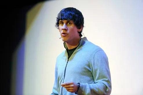 Dennis Crowley, un des cofondateurs de Foursquare, a choisi de développer son entreprise de manière indépendante, échaudé par la vente d'une précédente start-up à Google.