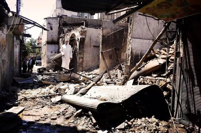 <strong>Destruction. </strong>À Damas, les combats dans les quartiers périphériques (comme ici à al-Midan) entre soldats et rebelles continuent. Ce sont les plus violents depuis le début de la révolte contre le régime en mars 2011. Dans le quartier d'al-Midan, qui semble être aux mains des rebelles, des blindés et des troupes de l'armée se déploient tandis que les combats s'étendent dans les quartiers périphériques du sud, de l'ouest et de l'est, hostiles au régime.