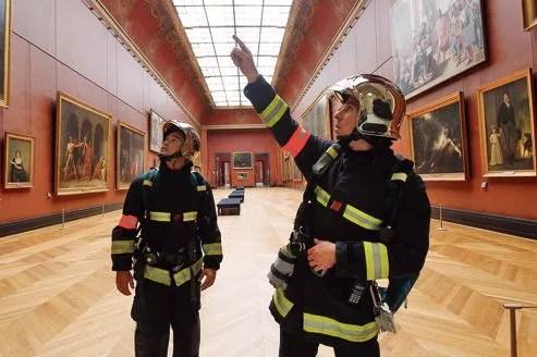 Les 60membres de l'UES Louvre-Carrousel ont été formés par des conservateurs à la sauvegarde des œuvres en cas d'incendie ou de dégât des eaux.