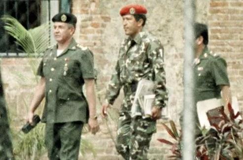 Hugo Chavez, après son arrestation, le 5 février 1992.