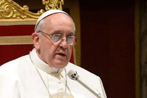 Vendredi, dans la salle Clémentine du Vatican, le pape François a encouragé les cardinaux qu'il recevait à ne pas céder «au pessimisme et au découragement».