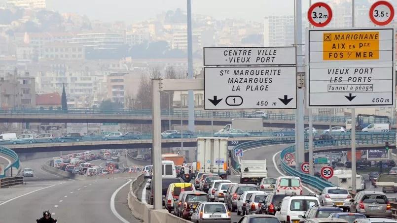 Une heure passée dans un embouteillage en Ile-de-France coûte aux automobilistes 11 euros 70 contre une moyenne nationale de 9 euros 50.