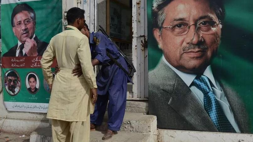 En mars dernier, un garde armé fouille un homme qui veut entrer dans le QG de campagne de Pervez Musharraf à Karachi.