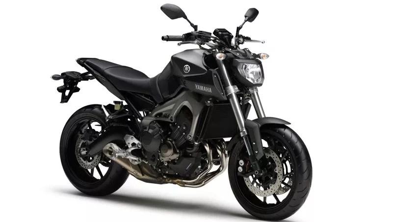 La nouvelle Yamaha offre une selle au profil presque plat longue de 400 mm et dont la hauteur est de 815 mm.