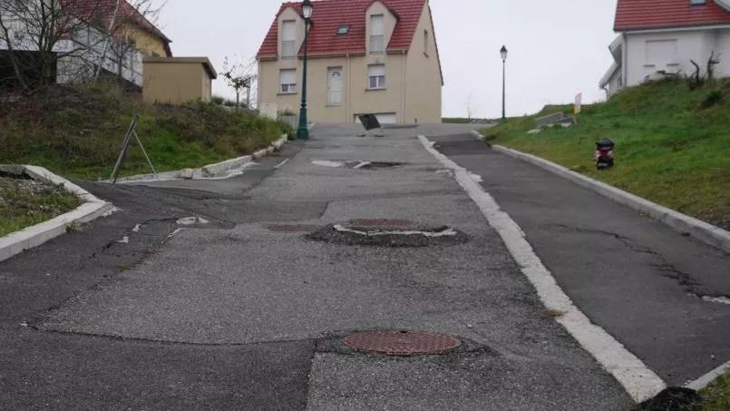 """En Lochwiller, cuarenta casas han surgido grietas relacionadas con deslizamientos de tierra, de acuerdo con el colectivo """"Lochwiller levanta."""""""