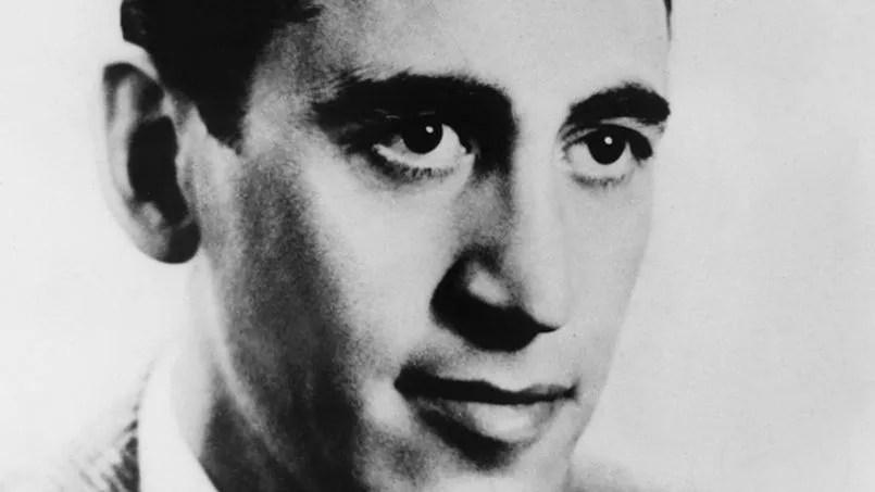 Les nouvelles de Salinger sont publiées sous le nom <i>Three Early Stories.</i>