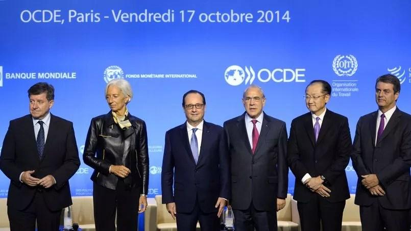 Guy Rider directeur général de l'OIT, Christine Lagarde directrice générale du FMI, François Hollande, Angel Gurria secrétaire général de l'OCDE, Jim Yong Kim président de la Banque mondiale et Roberto Azevedo directeur général de l'OMC.