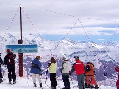 <Photo: safety net at La Balme, La Clusaz in the Aravis mountain range of the French Alps>