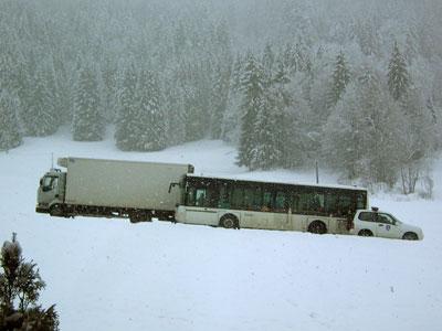 <Photo of a bus in La Clusaz, France>